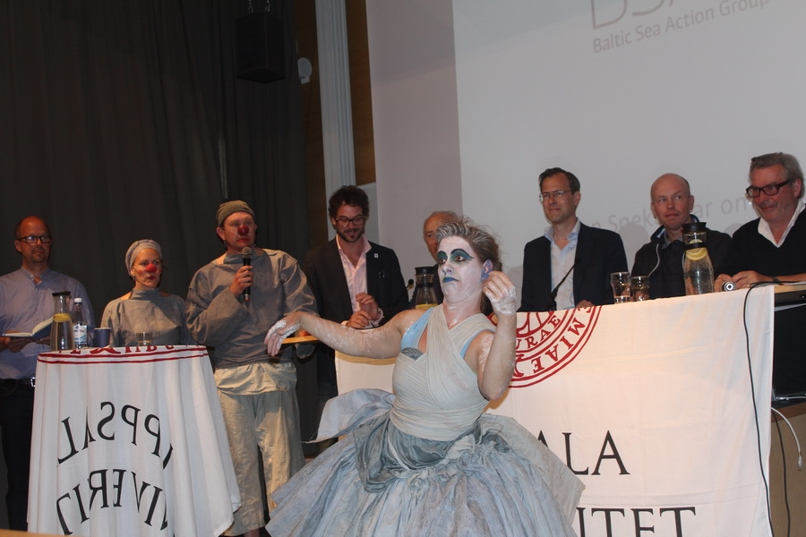 Clowns and the Baltic at Almedalenalen